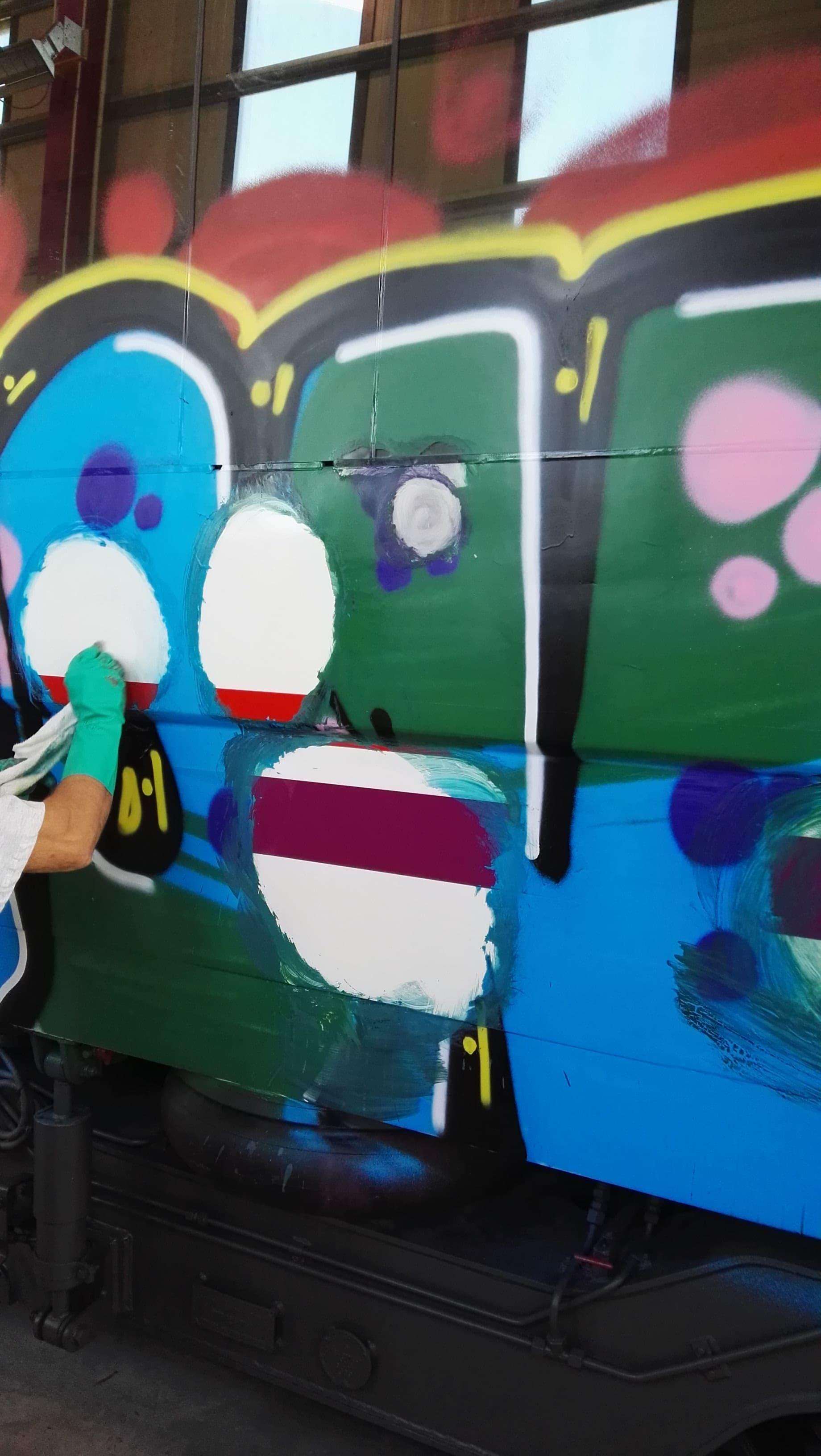 limpiar pintada tren demostración 1