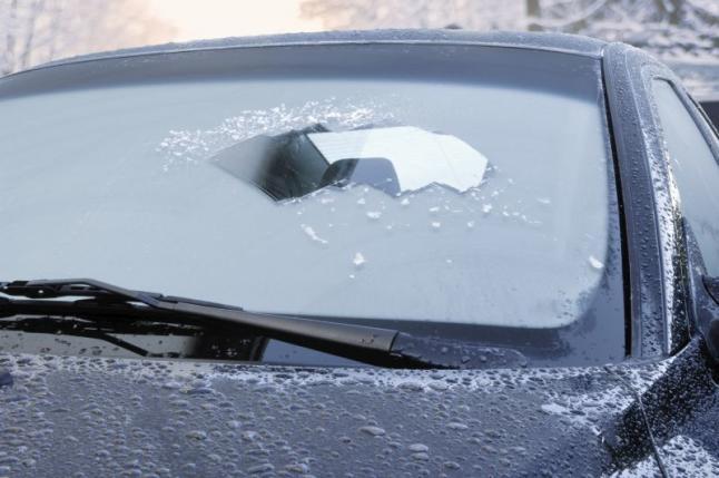 parabrisas con hielo