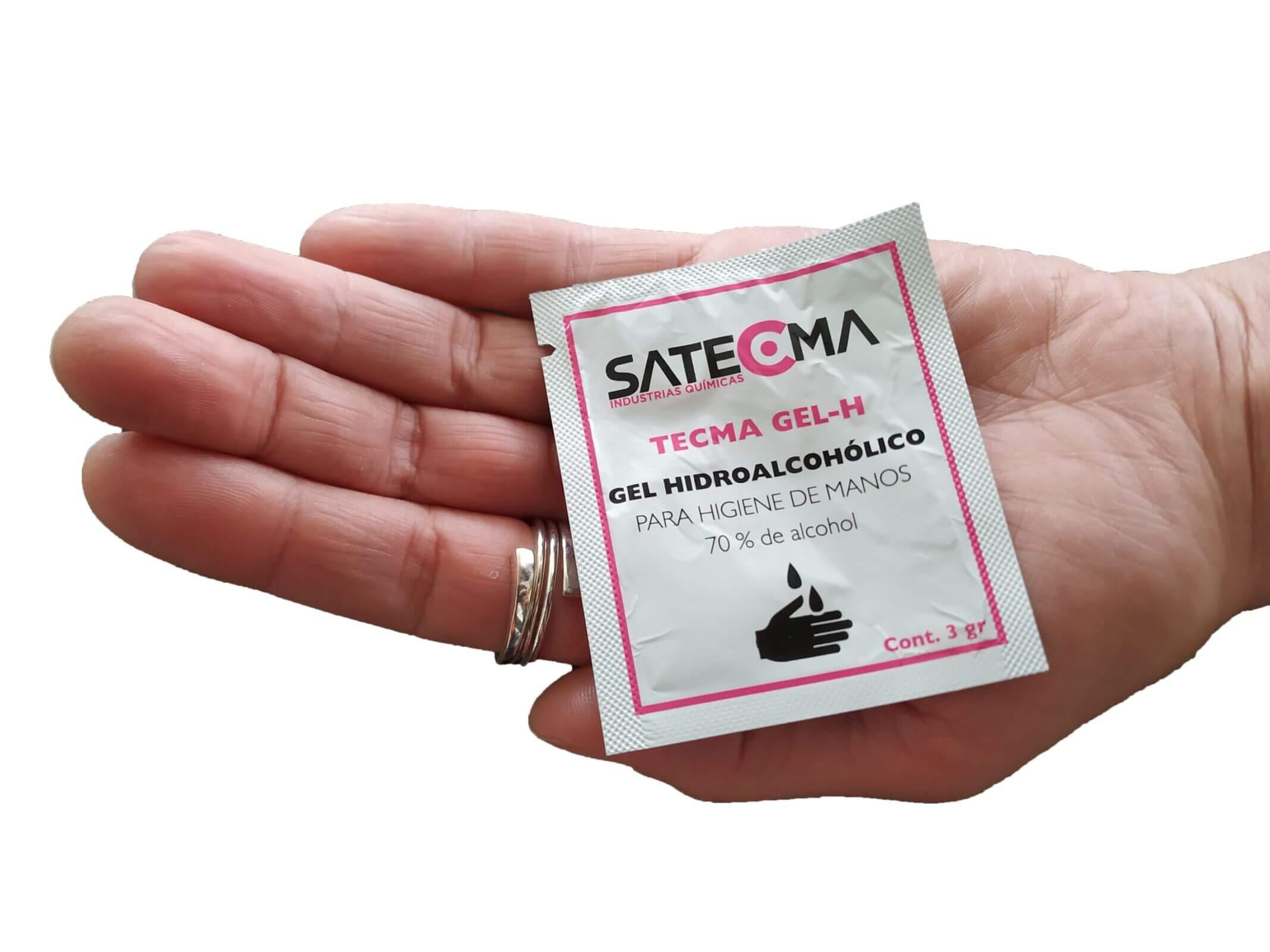mano con sobre monodosis gel hidroalcoholico tecma gel h