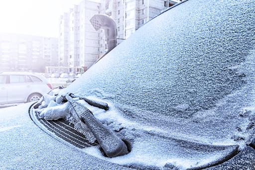 eliminar hielo de la luna del coche con alud